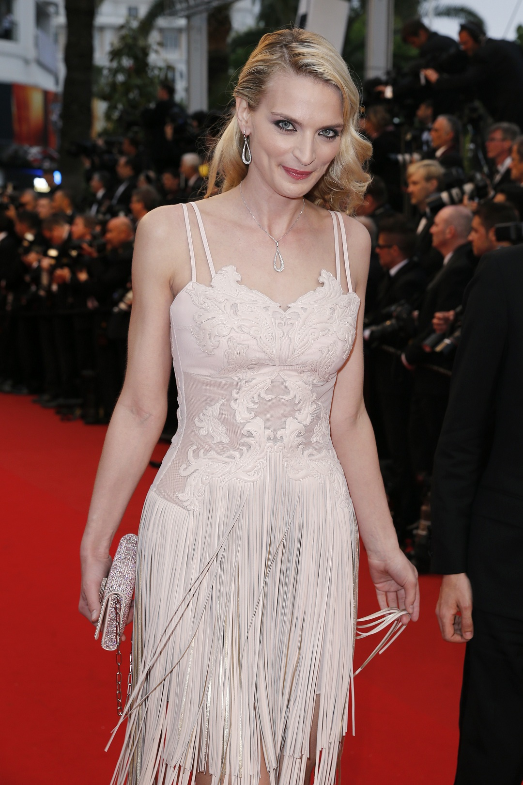 Actress_Sarah_Marshall_wearing_Montblanc_Princesse_Grace_de_Monaco_Petales_de_rose_collection
