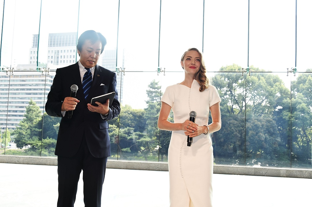 TOKYO, JAPAN - OCTOBER 09: Amanda Seyfried and General Manager of Shiseido Co., Ltd. Keiichi Fujii attend the promotional event for Shiseido's Cle de Peau Beaute at the Palace Hotel on October 9, 2015 in Tokyo, Japan. (Photo by Jun Sato/Getty Images for cle de peau BEAUTE) *** Local Caption *** Amanda Seyfried; Keiichi Fujii